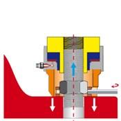 4. По достижении давления, соответствующего требуемому усилию затяжки, гайку закручивают вращением обоймы от руки при помощи воротка через отверстие в стенке проставки.