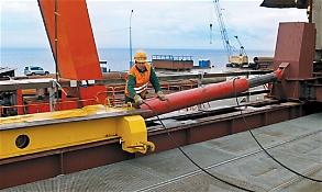 Гидравлический толкатель ТМК400Г2500 для продольной надвижки мостовых конструкций через Амурский залив, г. Владивосток; 2011-2012 гг.